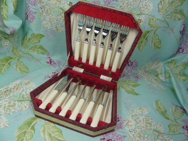 Z/SOLD  ART DECO FISH CUTLERY SET BOXED & VINTAGE