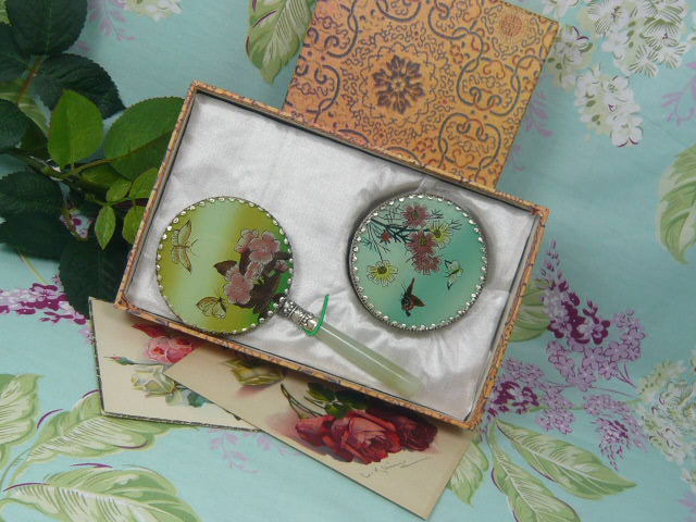 z/sold VINTAGE BOXED LADIES HANDMIRROR AND TRINKET SET