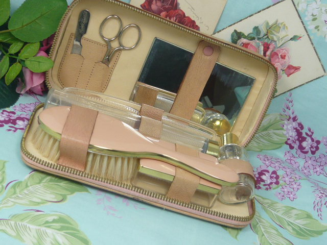 Z/SOLD  VINTAGE LADIES VANITY SET