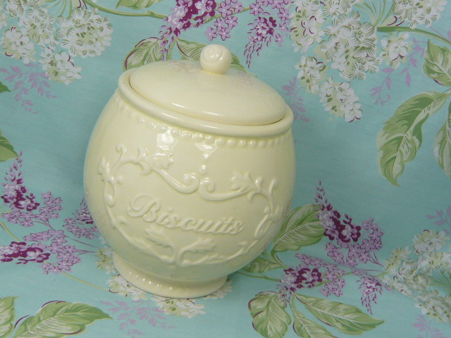 Z/SOLD  BISCUIT JAR CREAM SHABBY CHIC