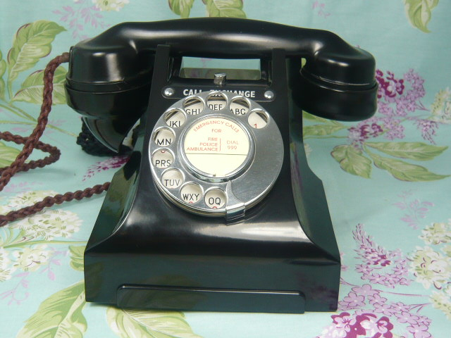 A VINTAGE CALL EXCHANGE BAKELITE TELEPHONE