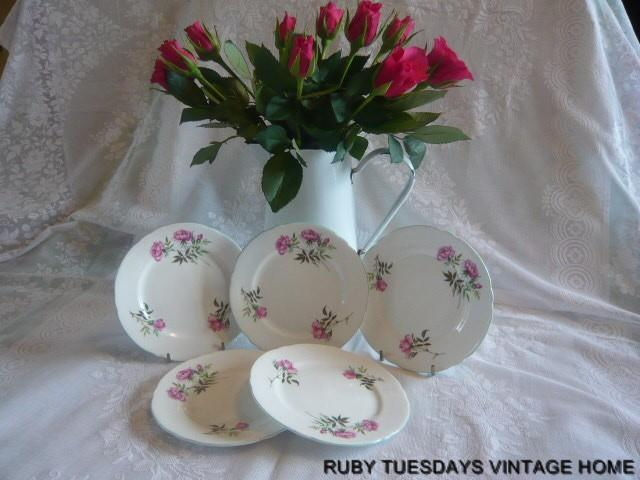 A DELIGHTFUL SET OF SHELLEY TEA PLATES