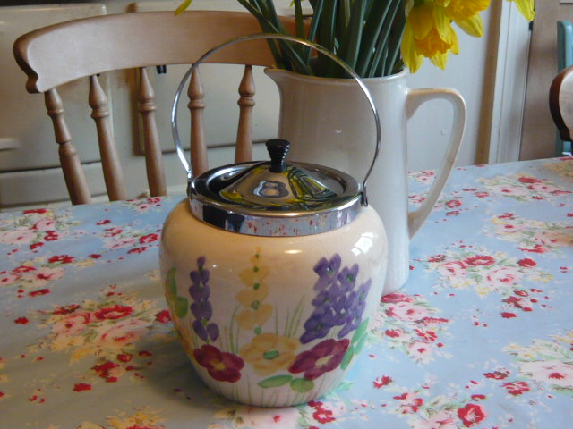 z/sold VINTAGE BISCUIT BARREL BY ELLGREAVE POTTERY