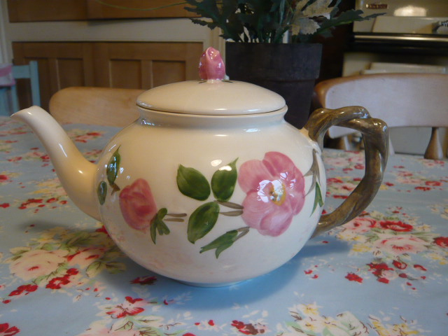 Z/SOLD TEAPOT WITH ROSEBUD KNOB