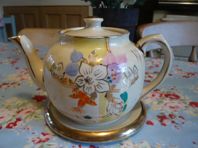 z/sold VINTAGE TEAPOT  ART DECO WITH TEAPOT STAND
