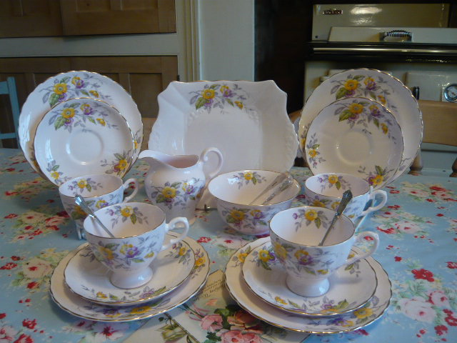 Z/SOLD - ADORABLE TUSCAN  VINTAGE TEA SET FOR 4  PANSYS( ref C 166)