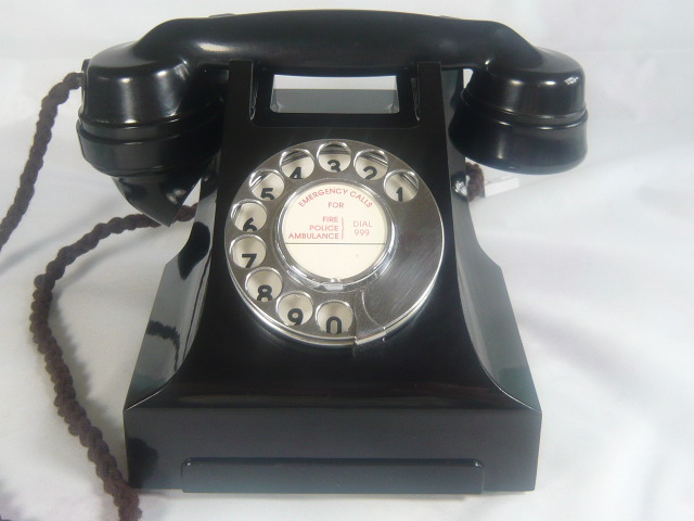 VINTAGE BAKELITE TELEPHONE FROM THE 1950'S