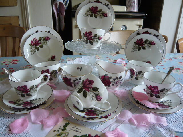 Z/SOLD - VINTAGE COLCLOUGH TEA SET  C204