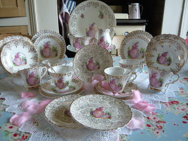 z/sold STUNNING VINTAGE CRINOLINE LADY PINKIE TEA SET