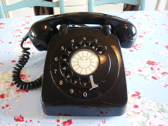 z/sold  RETRO BLACK 700 SERIES TELEPHONE