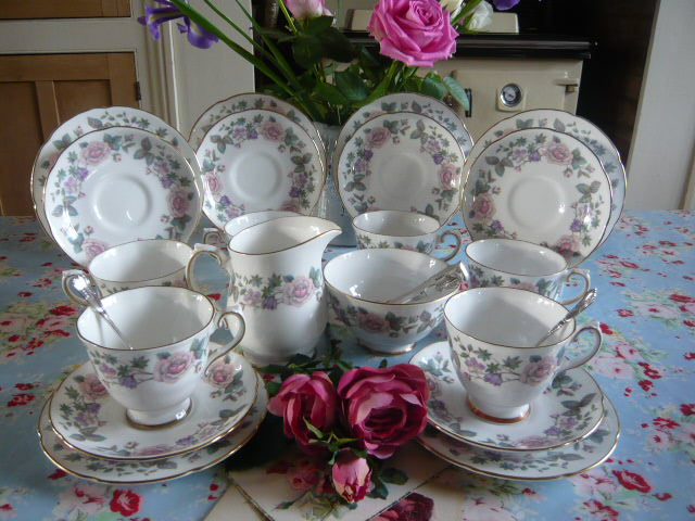 z/sold ROYAL GRAFTON FRAGRANCE VINTAGE TEA SET FOR 6 ( ref C 153)