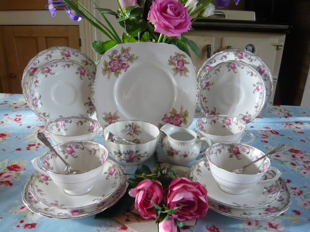z/sold TUSCAN ROSES VINTAGE TEA SET FOR 4  ( ref C 154)
