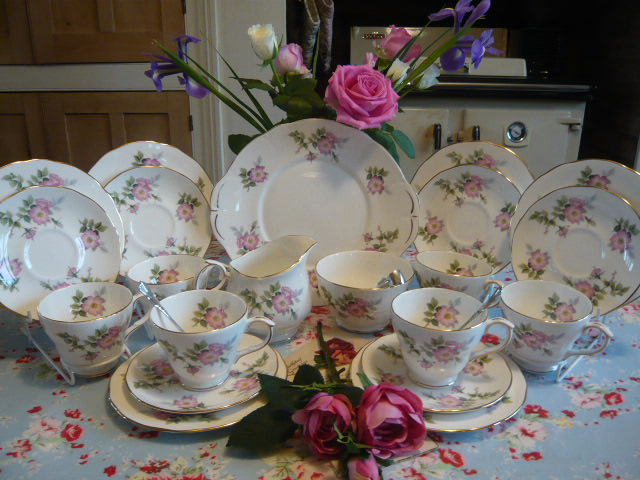 z/sold -DUCHESS CHINA  VINTAGE TEA SET FOR 6 ( ref C 155)