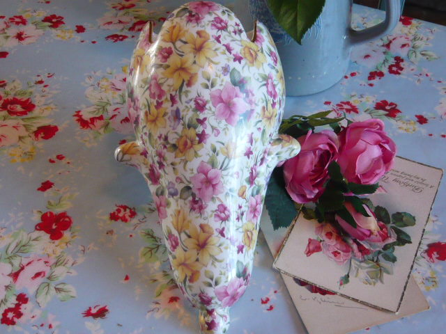 z/sold - DELIGHTFUL CHINTZ WALL POCKET