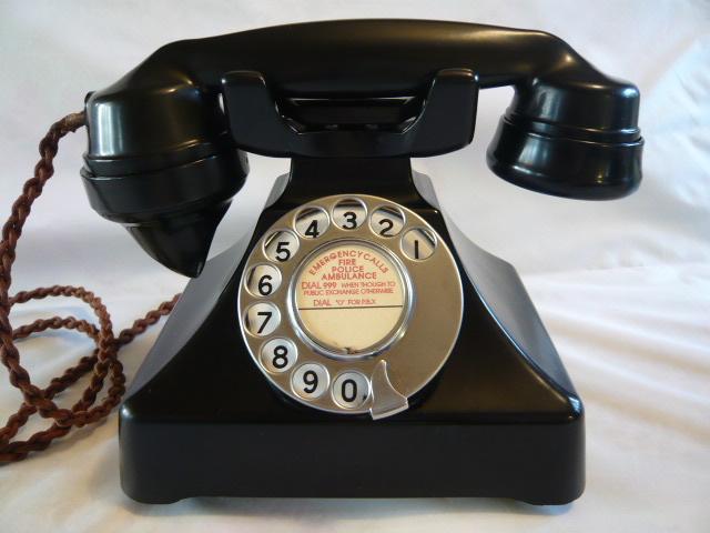 A STUNNING ART DECO GECOPHONE BAKELITE TELEPHONE