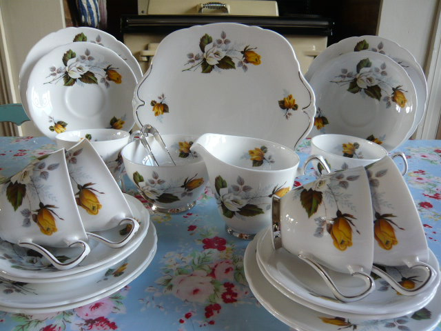 z/sold ROYAL WINDSOR YELLOW ROSES VINTAGE TEA SET