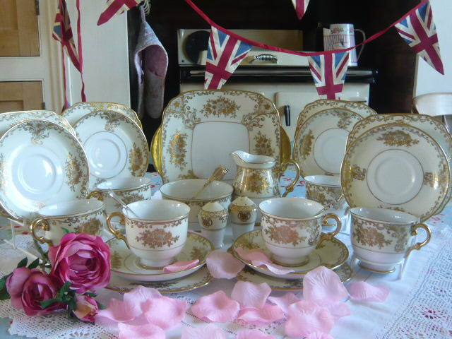 z/sold - STUNNING CREAM & GOLD HAND PAINTED TEA SET