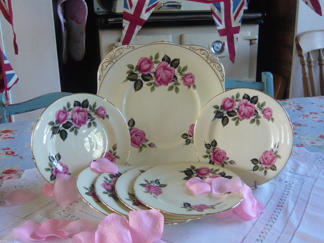 z/sold - ROYAL GRAFTON SANDWICH SET