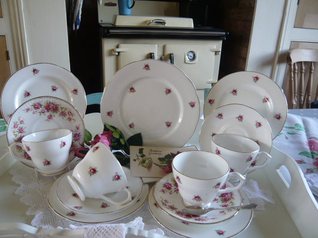 z/sold  MIXED ROSES VINTAGE TEASET