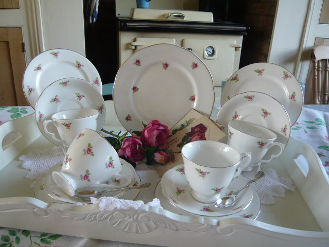 z/sold ADORABLE ROSE BUD VINTAGE TEASET