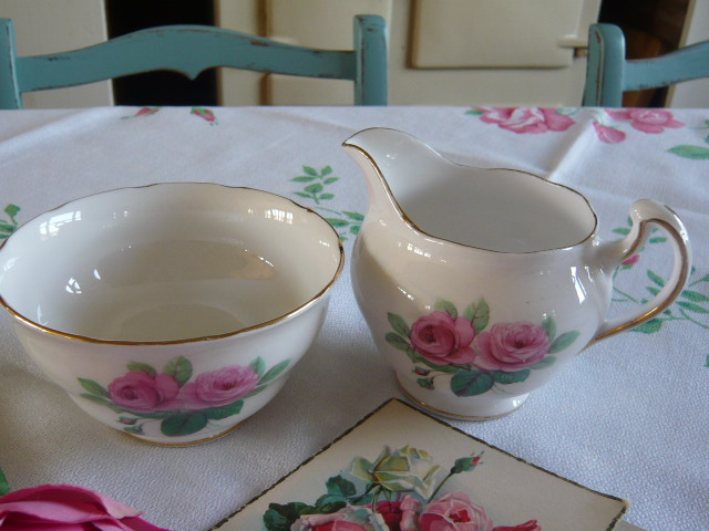 z/sold  ROSES MILK & SUGAR SET