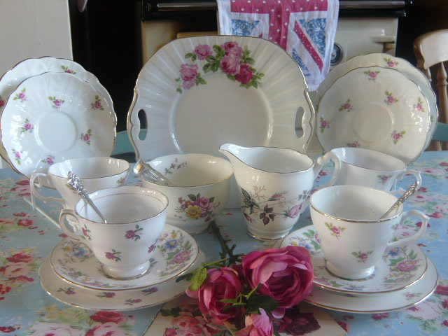 Z/SOLD - VINTAGE CHINA ROSEBUD TEA SET (C184)