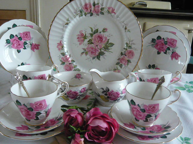 z/sold - STUNNING VINTAGE CHINA TEA SET BY REGENCY (C187)