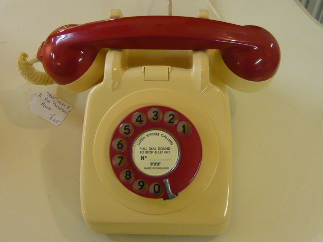 Z/SOLD  RETRO TELEPHONE IVORY AND RED