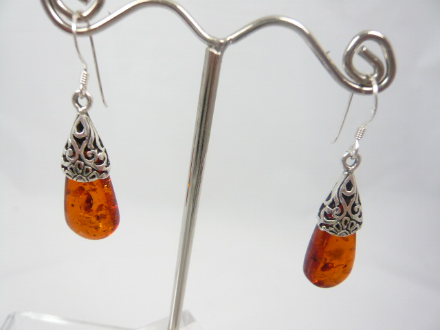z/sold  A PAIR OF SILVER & AMBER FILIGREE DROP EARINGS