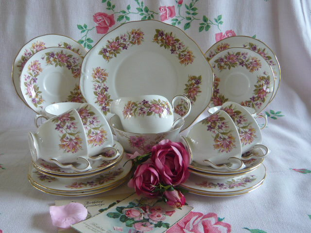 Z/SOLD - COLCLOUGH VINTAGE TEA SET (C226)