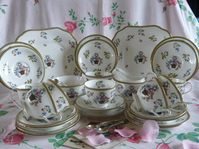 Z/SOLD - AYNSLEY VINTAGE TEA SET (C227)
