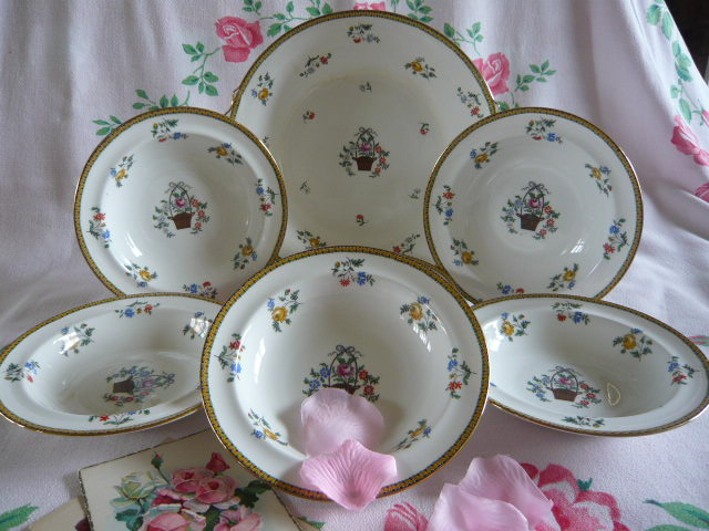 Z/SOLD - AYNSLEY VINTAGE  FRUIT BOWLS SET