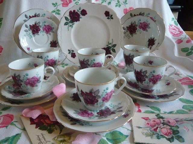 VINTAGE PINK ROSES TEA SET