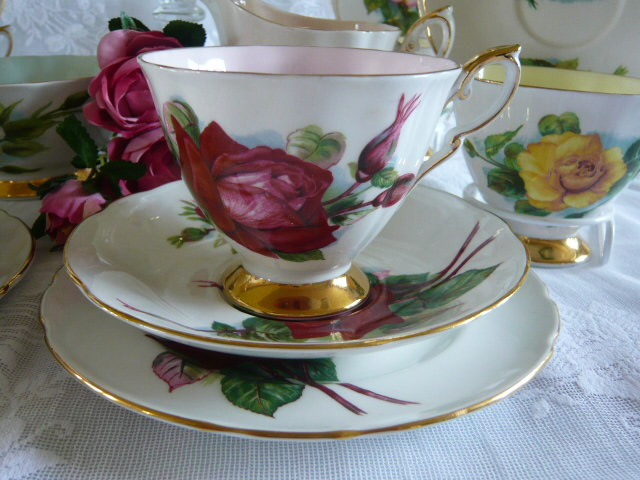 Z/SOLD - PRIVATE LISTING FOR JENNIFER LATERRA HARRY WHEATCROFT ROSES TEASET