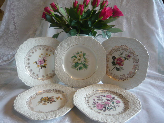 Z/SOLD - STUNNING ROSES LORD NELSON TEA PLATES