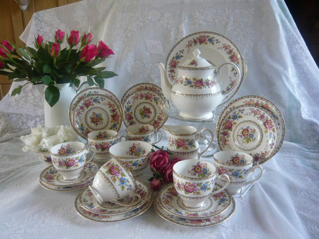 Z/SOLD - A VINTAGE MALVERN ROSES TEA SET