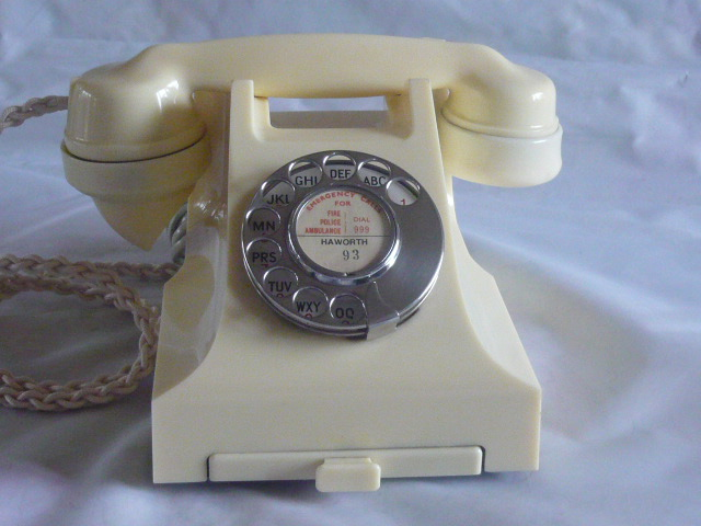 Z/SOLD A STUNNING VINTAGE IVORY BAKELITE TELEPHONE