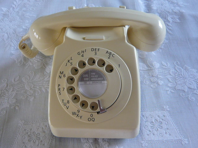 Z/SOLD - RETRO VINTAGE CREAM 700 SERIES TELEPHONE