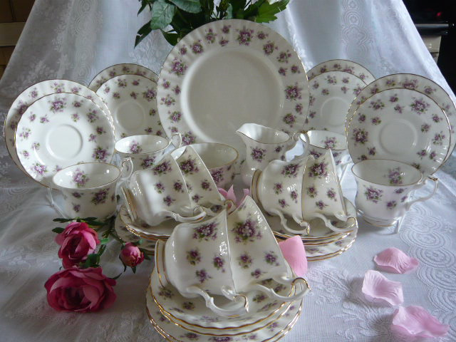 Z/SOLD - ROYAL ALBERT SWEET VIOLETS TEA SET