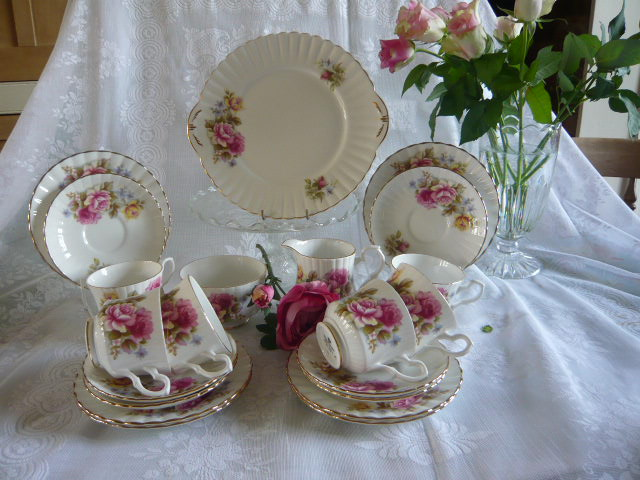 Z/SOLD - ROYAL STAFFORD PINK & YELLOW ROSES TEASET