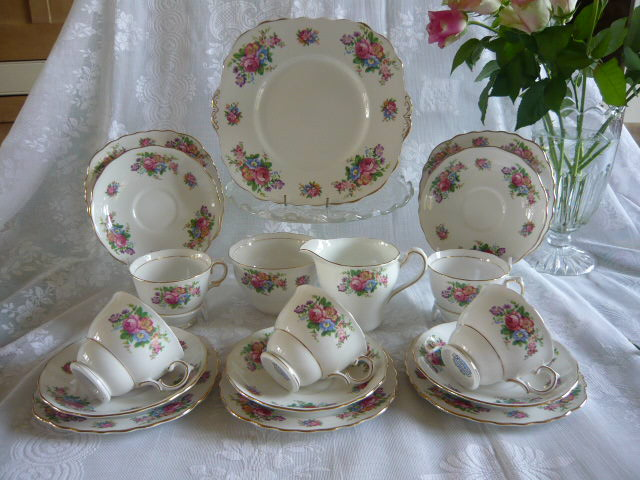 Z/SOLD - COLCLOUGH COUNTRY ROSES TEA SET