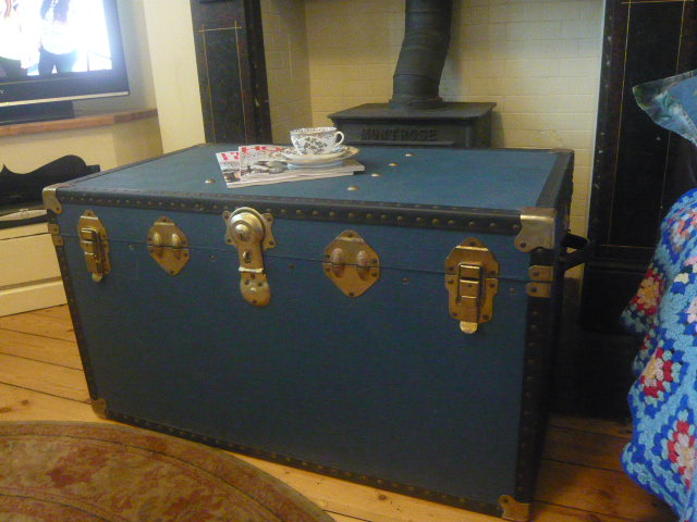 Z/SOLD - ANTIQUE VINTAGE STEAMER TRAVEL TRUNK