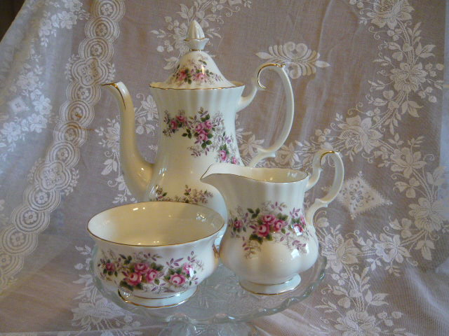 VINTAGE ROYAL ALBERT LAVENDER ROSE COFFEE POT MILK & SUGAR