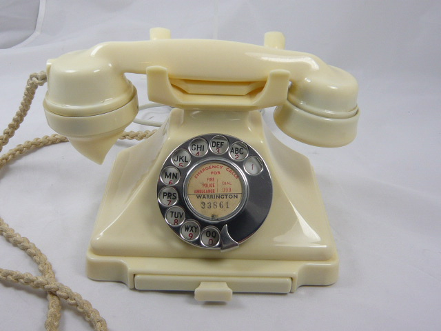 Z/SOLD  IVORY ART DECO 200 SERIES BAKELITE TELEPHONE
