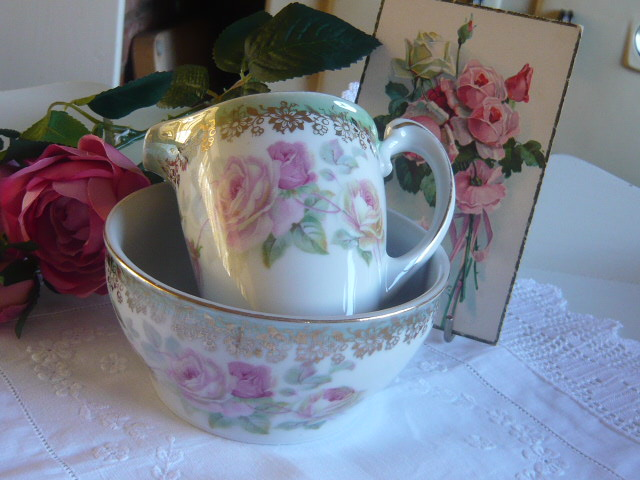 Z/SOLD  MILK & SUGAR SET VINTAGE PINK ROSES