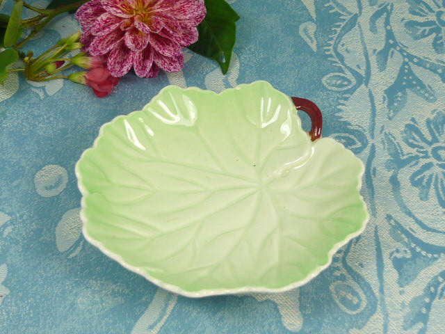 Z/SOLD - CARLTON WARE leaf dish