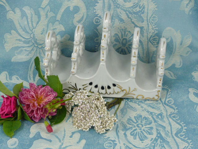 Z/SOLD SHABBY CHIC TOAST RACK