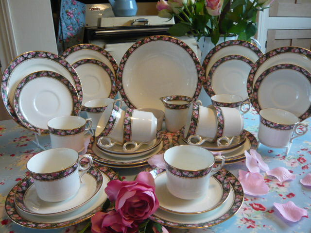 Z/SOLD - VINTAGE GRAFTON CHINA POMPADOUR TEA SET (C219)