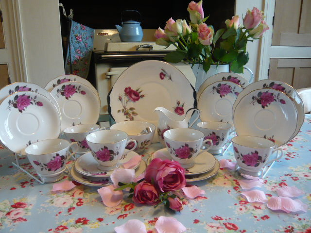 Z/SOLD VINTAGE CHINA ROSES TEA SET (C220)