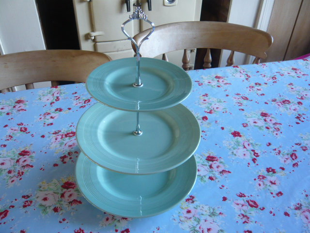 Z/SOLD - VINTAGE WOODS WARE BERYL 3 TIER CAKESTAND
